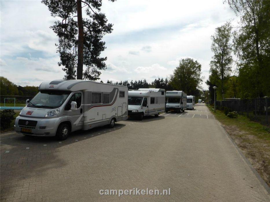In de file voor de camping