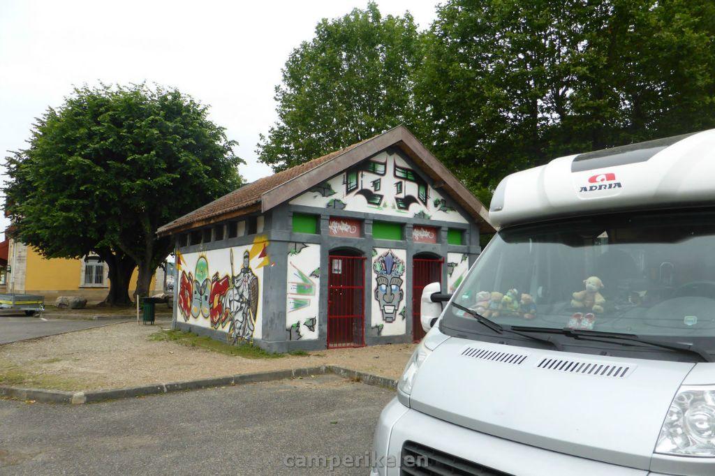 Graffiti bij de losplaats in Mirepoix