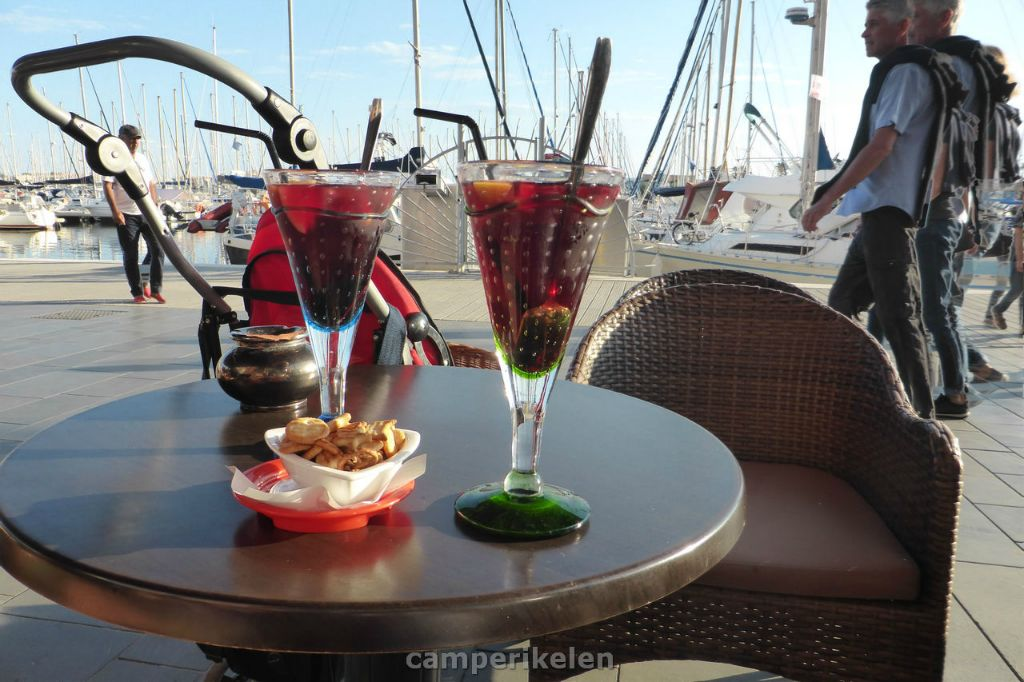 Sangria aan de haven in Cap d'Agde