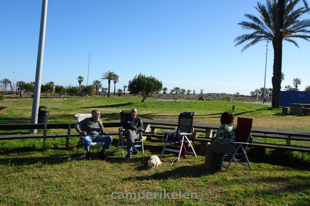 Het park langs het strand bij Castellon