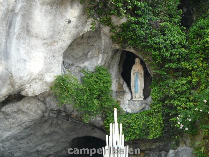 Bernadette in de grot