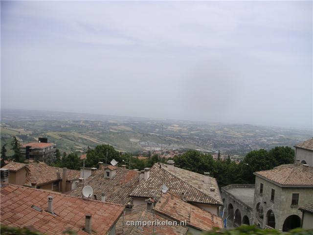 Vergezicht vanaf San Marino Stad