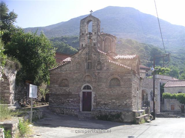 Kerkje in bergdorp
