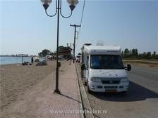 Aan het strand in Alikes Tourlidas