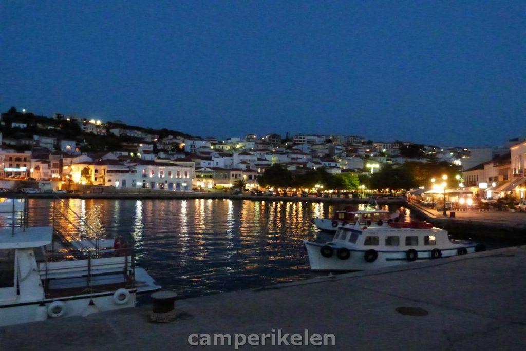 Haven van Pilos bij avond