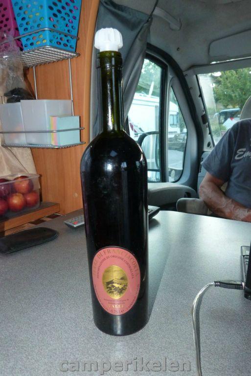 Fles wijn van de Italiaanse buurman