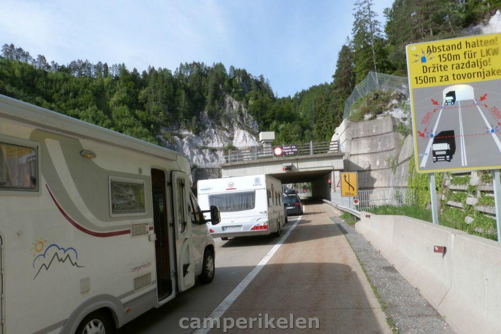 Wachten voor de Karawanken tunnel