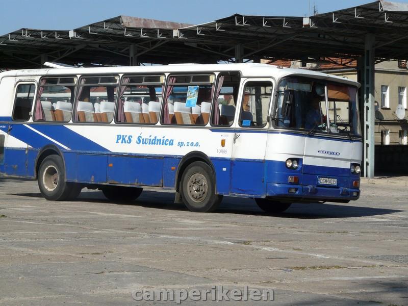 Overal zie je oude bussen