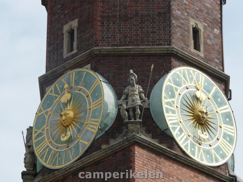 Astronomische klok met gouden cijfers