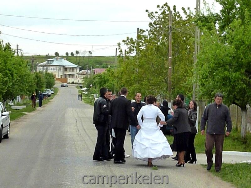 Bruiloftsfeest op straat